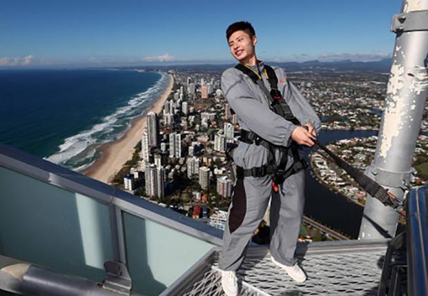 Shi Yuqi poses at the SkyPoint climb in Gold Coast, Australia. (photo: Chris Hyde)