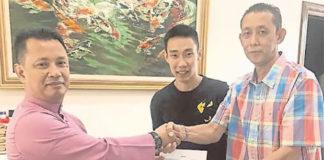 Contract signing ceremony of Misbun Sidek. (photo: Utusan)