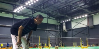 Lee Chong Wei undergoes a training session with coach Misbun Sidek. (photo: Bernama)