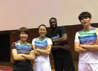 Wang Xin, Zhao Yunlei, Dwyane Wade and Bao Chunlai (from left) play badminton together. (photo: Weibo)