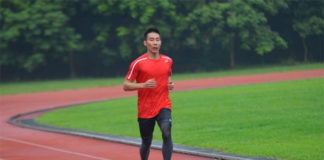 Lee Chong Wei jogs on a track. (photo: Sinchew)