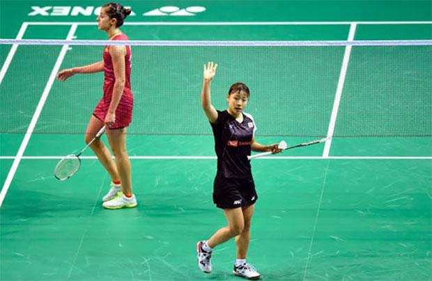 Nozomi Okuhara (right) knocks Carolina Marin out at BWF World Championships. (photo: AP)
