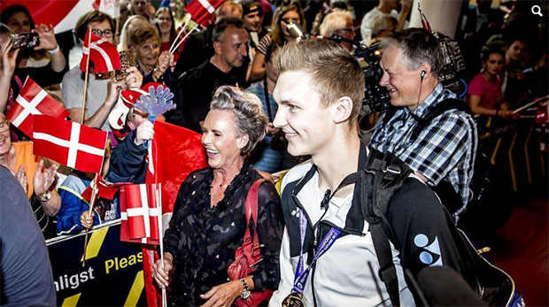 Viktor Axelsen is currently one of the hottest badminton players on earth. (photo: AP)