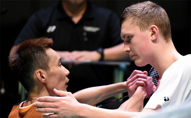 Viktor Axelsen is a strong threat to the golden generation of badminton that consist of Lin Dan and Lee Chong Wei. (photo: AP)