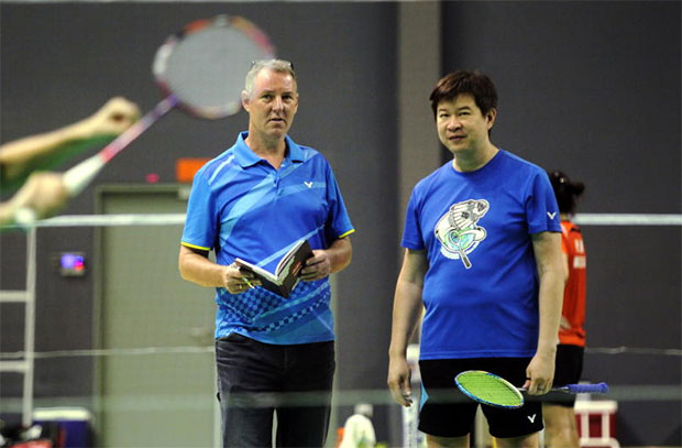 Cheah Soon Kit and Morten Frost supervise the training of Malaysian shuttlers. (photo: Kamarul Ariffin)