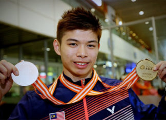 Leong Jun Hao and the Malaysian team are looking to continue their strong run at the 2017 World Junior Championships mixed team event. (photo: AP)