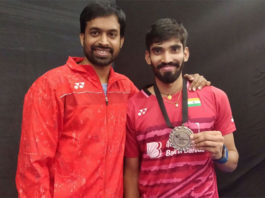 Kidambi Srikanth (right) poses with Pullela Gopichand after winning the 2017 Denmark Open. (photo: AP)