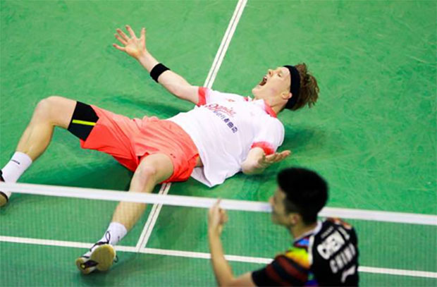 Anders Antonsen celebrates after beating Chen Long in the 2017 French Open second round. (photo: AP)