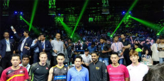 Taufik Hidayat, Peter Gade, Lee Chong Wei, Sachin Tendulkar (a famous Cricket player), Pullela Gopichand, Lin Dan and Lee Yong Dae pose for pictures. (video & photo: Yonex India)