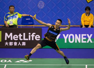 Lee Chong Wei is comfortable with Tey Seu Bock (back) as his coach. (photo: AP)