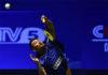 Lin returns a shot against Huang Yuxiang.