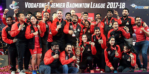 Carolina Marin and the Hyderabad Hunters celebrate winning the 2017-2018 Vodafone Premier Badminton League (PBL) title. (photo: PBL)