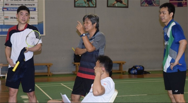 Tan Boon Heong (left) receives coaching lessons from Indonesia's legendary men's doubles coach Herry Iman Pierngadi (middle) during his partnership with Hendra Setiawan (right).