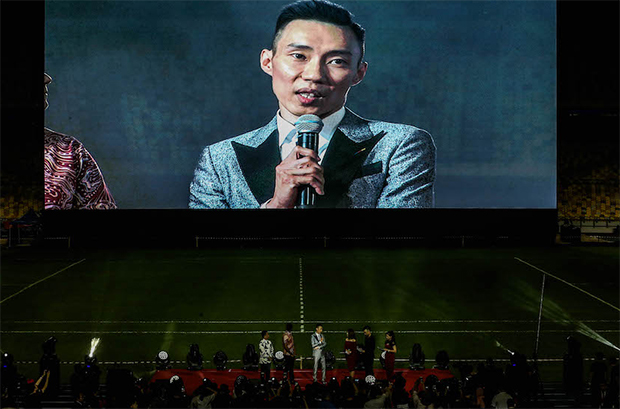 Lee Chong Wei talks to the 20k fans. (photo: Bernama)