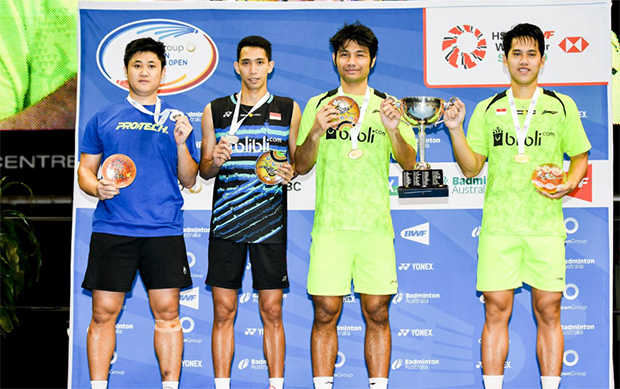 Berry Angriawan/Hardianto Hardianto (right) and Wahyu Nayaka and Ade Yusuf share the podium after the Final of men's doubles. (photo: Viktor Van)