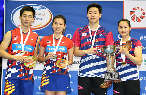 Chan Peng Soon/Goh Liu Ying (left) and Seo Seung Jae/Chae Yujung together on podium. (photo: Viktor Van)