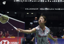 Nozomi Okuhara returns a shot from Louisa Ma of Australia. (photo: AFP)