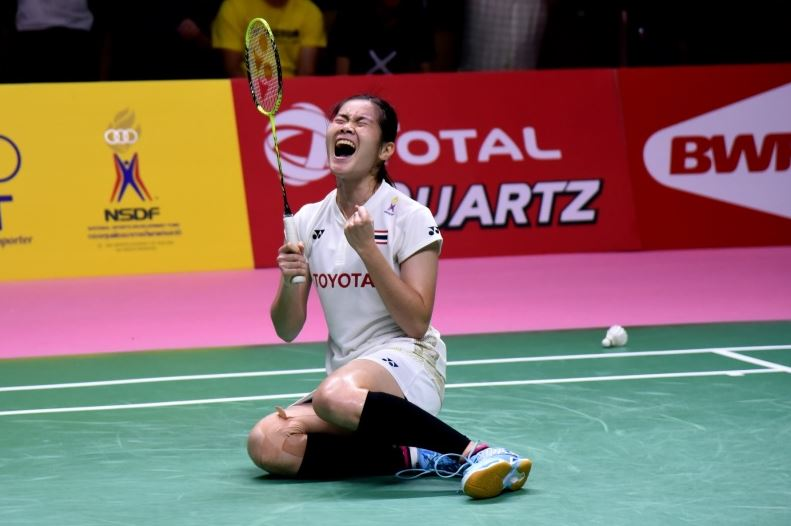 Busanan Ongbamrungphan of Thailand celebrates after beating Li Xuerui in the Uber Cup semi-final. (photo: AFP)