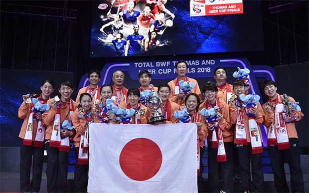 Both Jeremy Gan (top row, third from left) and Park Joo-Bong (top row, second from right) used to work for Badminton Association of Malaysia but have now win the Uber Cup with Japanese team. (photo: AP)