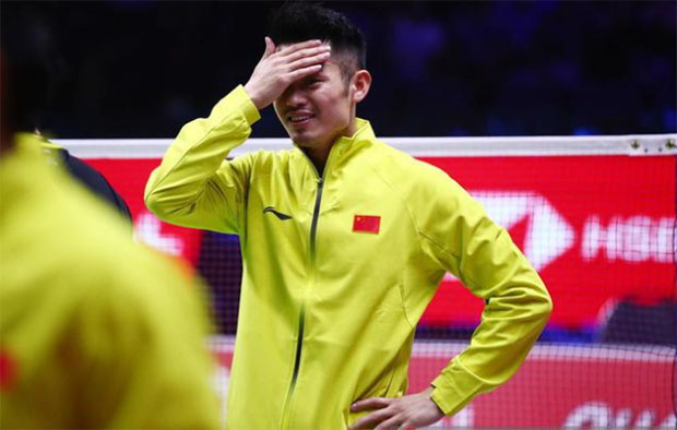 Lin Dan celebrates the Thomas Cup victory with his teammates. (photo: AP)
