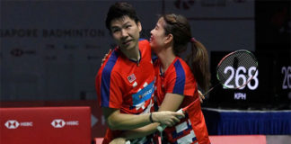 Goh Soon Huat/Shevon Jemie Lai stun Tontowi Ahmad-Liliyana Natsir to win Singapore Open. (photo: AFP)