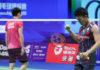 Kento Momota (right) beats Daren Liew in the 2018 World Championships semi-final. (photo: AFP)