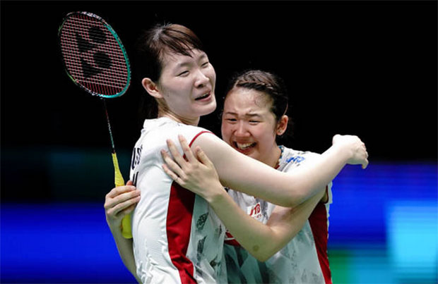 Japan's Mayu Matsumoto and Wakana Nagahara (right) won their first women's doubles world title. (photo: AFP)