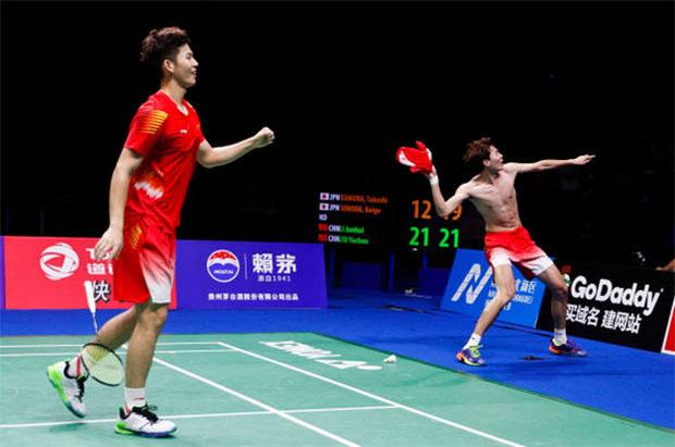 Li Junhui (right) /Liu Yuchen celebrate after winning the world tile. (photo: AFP)