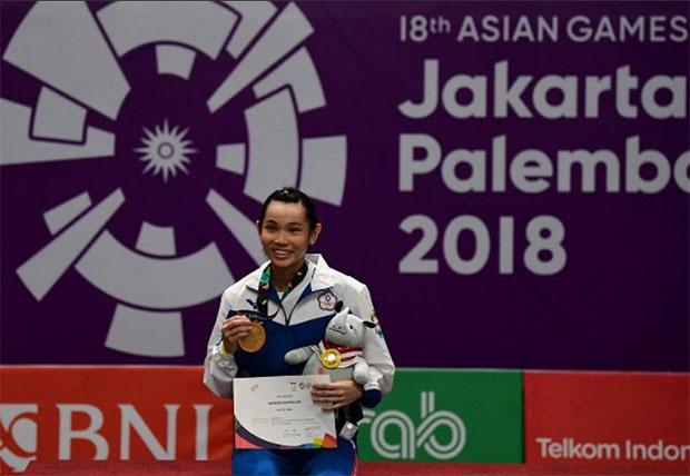 Tai Tzu Ying celebrates her Asian Games title. (photo: AFP)