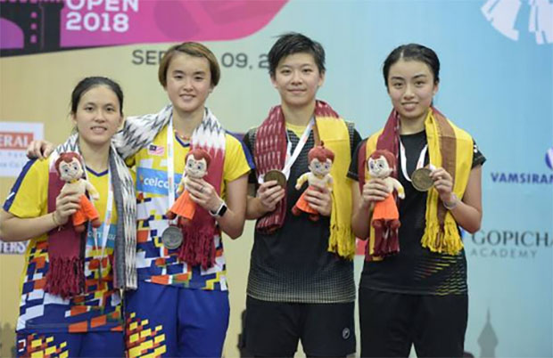 (L-R) Vivian Hoo Kah Mun/Yap Cheng Wen of Malaysia stand on podium alongside Ng Tsz Yau/Yuen Sin Ying of Hong Kong. (photo: AFP)