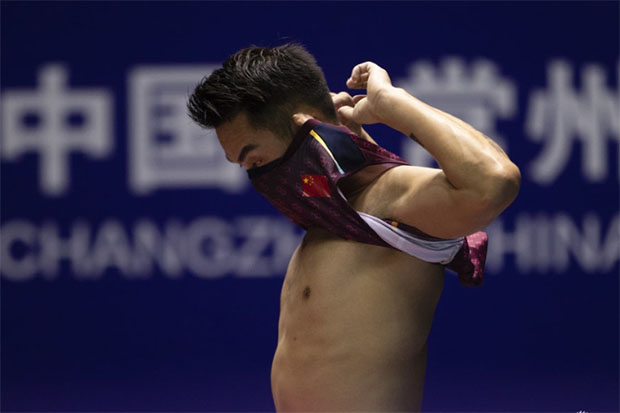 Another early exit for Lin Dan at the 2018 China Open. (photo: AFP)