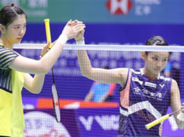 Gao Fang Jie thanks Tai Tzu Ying (R) after her China Open first round victory.(photo: AFP)