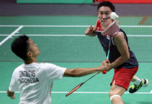 Anthony Sinisuka Ginting plays Kento Momota in China Open final. (photo: AFP)
