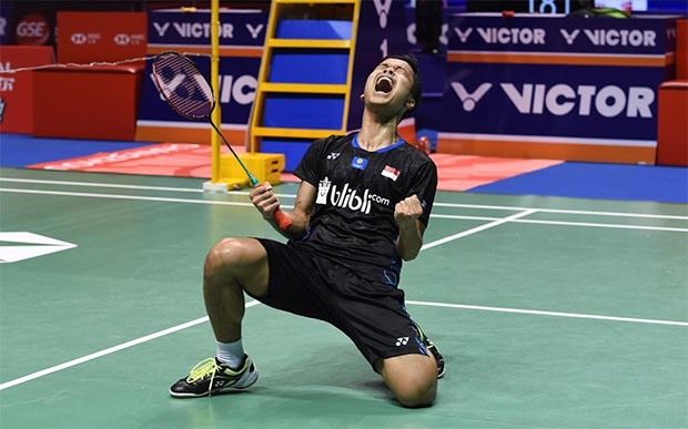 Anthony Sinisuka Ginting claims the China Open with a nail-biting win over World Champion Kento Momota. (photo: AFP)