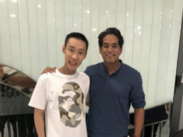 Lee Chong Wei and Khairy Jamaluddin pose for picture. (photo: Khairy Jamaluddin)