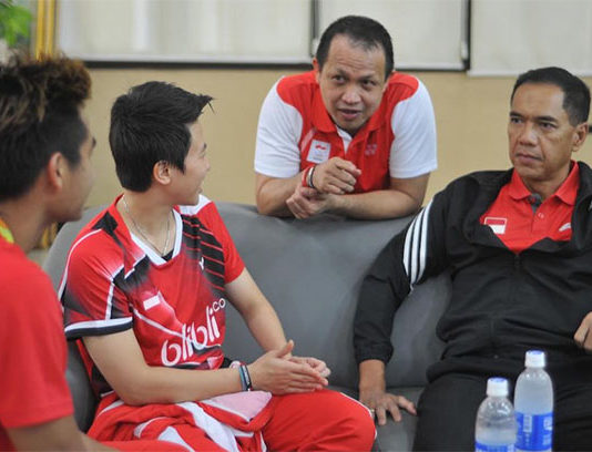 """Rexy Mainaky (second Right) is absolutely the """"Real Deal"""". He talks to the Olympic gold medalists Tontowi Ahmad/Liliyana Natsir (from Left) at a press conference. (photo: PBSI)"""