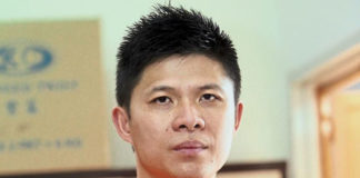 "Wong Choong Hann should team up with his ""Shifu"" - one of the all-time badminton legend, Han Jian, in order to to revive Malaysian badminton. (photo: AFP)"