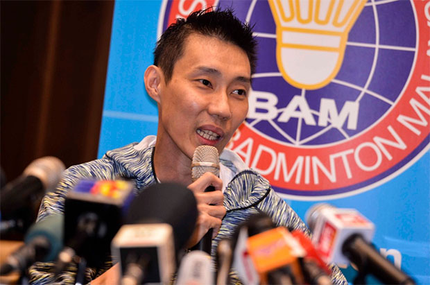 Lee Chong Wei answers questions from the media. (photo: kwongwah)