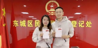 Zhang Nan and Tian Qing show their marriage certificate at the Marriage Registration Office of Beijing. (photo: Zhang Nan's social media)