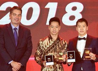 Marcus Fernaldi Gideon/Kevin Sanjaya Sukamuljo win the 2018 'Male Player of the Year' award. (photo: BWF)