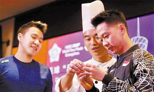 Marcus Fernaldi Gideon, Kevin Sanjaya Sukamuljo making Chinese dumpling. (photo: AFP)