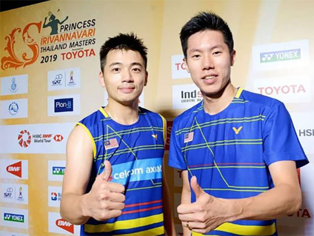 Thumbs up from Goh V Shem/Tan Wee Kiong after winning the Thailand Masters.