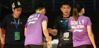 Chew Choon Eng coaches Chan Peng Soon/Goh Liu Ying during the 2019 Malaysia Masters. (photo: Bernama)