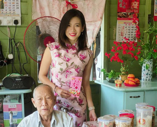 Goh Liu Ying is celebrating Chinese New Year with her grandfather. (photo: Goh Liu Ying's Facebook)