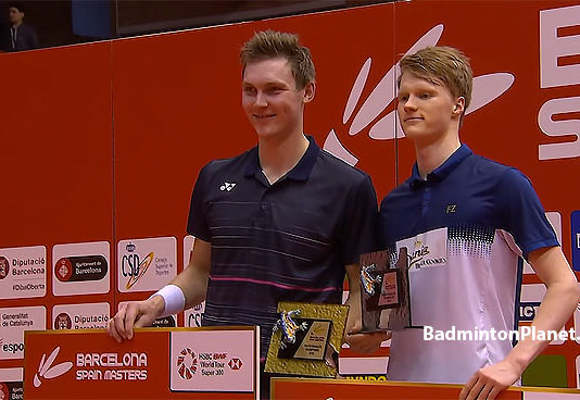 Viktor Axelsen and Anders Antonsen pose for pictures at the presentation ceremony.