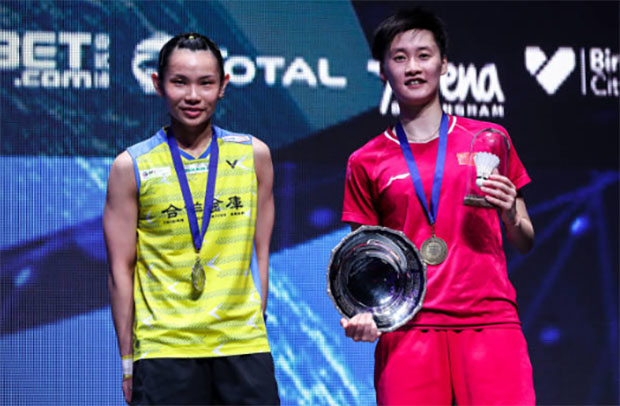 Chen Yufei (R) finally able to beat Tai Tzu Ying for the first time in her career on Sunday. (photo: AFP)