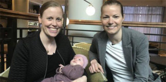 Kamilla Rytter Juhl/Christinna Pedersen are holding their baby. (photo: BBC)