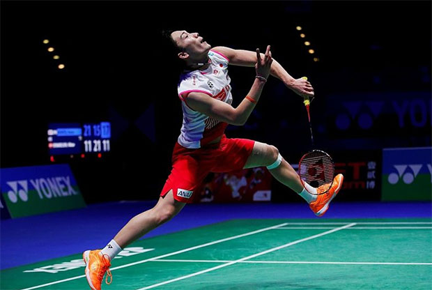 Kento Momota doesn't appear to be in great shape at Singapore Open. (photo: Reuters)