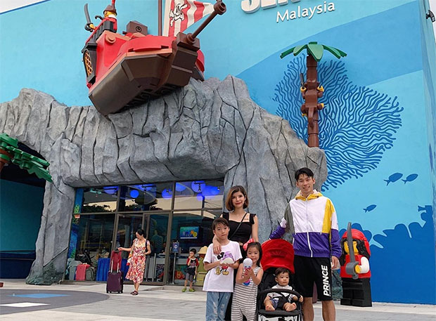 Chan Peng Soon brings his wife and kids to the LEGOLAND in Malaysia. (photo: Chan Peng Soon's Facebook)
