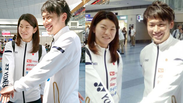 Ayaka Takahashi and Takeshi Kamura talk to reporters at Tokyo International Airport. (photo: hochi)